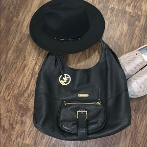 Micheal Kors black leather shoulder bag